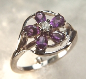 14KW Flower ring with amethysts and diamond
